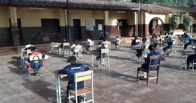 La Nación / MEC: viceministro niega intención de volver a clases presenciales este año