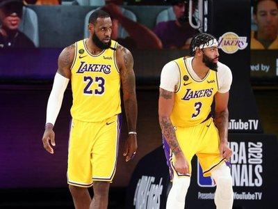 James y Davis ponen a Lakers a un triunfo del título de campeones