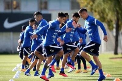 HOY / Chile prepara choque contra Uruguay con importantes bajas defensivas
