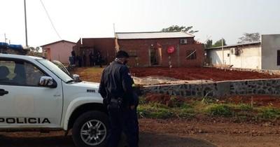 La Nación / Buscan a policía acusado de asesinar a su pareja en Itapúa