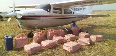 Detienen avioneta proveniente de Bolivia con 400kg de cocaína