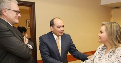 La Nación / Gremio de diplomáticos enfrente a Samaniego