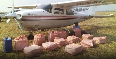 Fuerza Aérea y Senad interceptan aeronave con unos 400 kg de cocaína