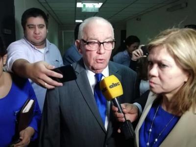 Ex ministro de la Corte Óscar Bajac irá a juicio oral por presunta coima