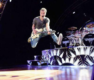 Despiden a Eddie van Halen, un guitarrista singular