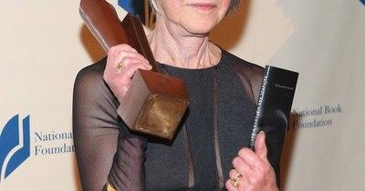 La Nación / La poeta estadounidense Louise Glück gana el Premio Nobel de Literatura
