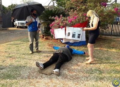 Contribuyente casi se crucifica frente a la Municipalidad de Luque •