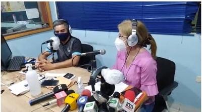 """HOY / Primera emisión radial """"Hablando unos minutos con papá"""" de la familia Denis"""