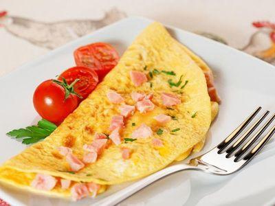 Celebran el Día Mundial del Huevo con desayuno para profesionales de blanco