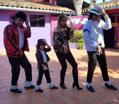 ¡Furor por mini Michael Jackson paraguayo! Video
