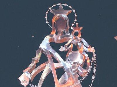 Escultura de la Virgen armó feroz polémica