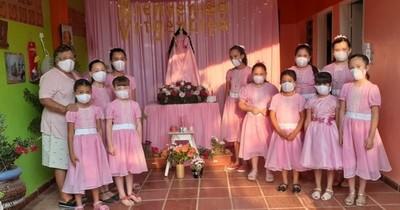 La Nación / Doña Ida López, maestra con dones especiales que enseña a rezar el rosario