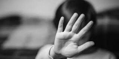 Detienen a madre y a padrastro de dos niñas que eran víctimas de abuso sexual