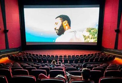 Sofocados por la pandemia, los cines de EEUU piden ayuda