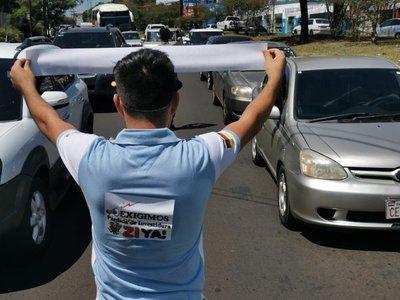 Con pegatinas, piden la pérdida de investidura de Javier Zacarías Irún