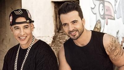 """HOY / Fonsi y Yankee recibirán Billboard Canción Latina de la Década por """"Despacito"""