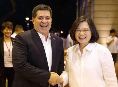 Ex presidente Horacio Cartes saludó a Taiwán por 109º aniversario de su Día Nacional
