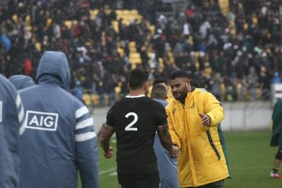 Ante una multitud, Nueva Zelanda y Australia empatan en retorno internacional