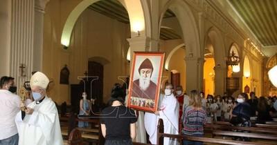 """La Nación / San Chárbel, """"el hombre de los milagros"""", fue entronizado en la Catedral de Asunción"""