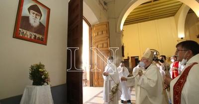 La Nación / Devotos ya pueden venerar al santo maronita San Chárbel, en la Catedral de Asunción