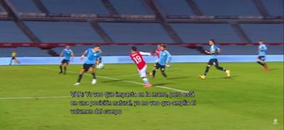 El audio del VAR entre Aquino y Benítez en la mano del juego Uruguay-Chile