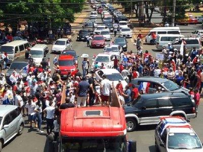 Con caravana de más de 5 km piden la expulsión de ZI