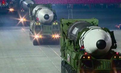 Corea del Norte exhibió un nuevo y mayor misil intercontinental