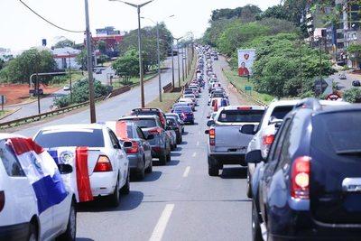 Con multitudinaria caravana exigen expulsión de Zacarías Irún del Senado