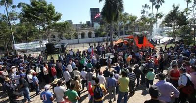 La Nación / Campesinos inician movilización en Asunción y varios puntos del interior