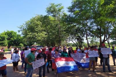 Productoras caaguaceñas se manifiestan exigiendo recuperación de tierras y plan de emergencia