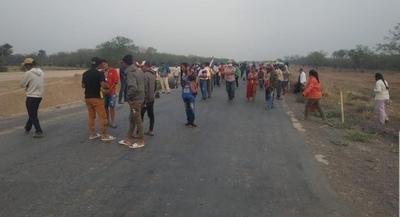 Comunidad realiza cierre de ruta ante falta de respuesta del INDI