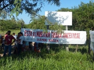 Comunidades indígenas cierran Transchaco en reclamo de recuperación de tierras