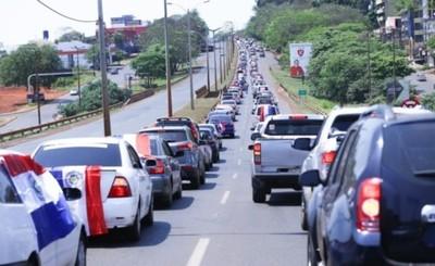 """""""Fuera ZI"""" exigen altoparaneanses en multitudinaria caravana"""