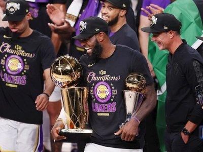 James y Lakers ganan el título del COVID-19 en memoria de Kobe Bryant