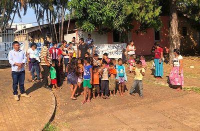 Indígenas se manifiestan para exigir apertura de una escuela