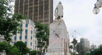 Una estatua de Cristóbal Colón fue atacada en Bolivia
