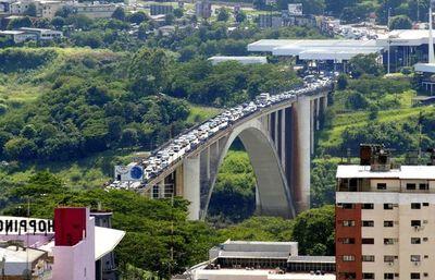Gobernador de Alto Paraná asegura que no tiene información sobre reapertura del puente