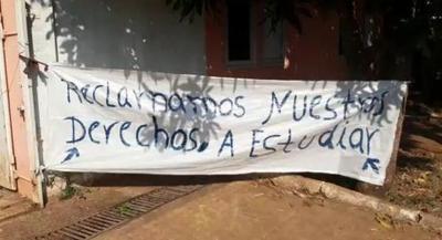 Comunidad indígena Ava Guaraní exige aulas
