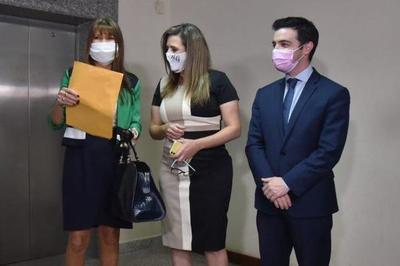 Diputada Celeste Amarilla presentón acción de inconstitucionalidad contra la sanción impuesta por sus colegas – Prensa 5