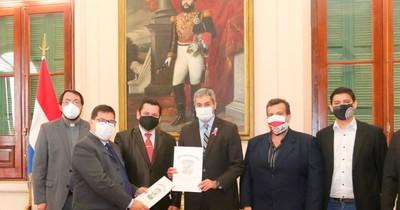 La Nación / Declaran ciudadano ilustre a Mario Abdo por obras en Presidente Franco