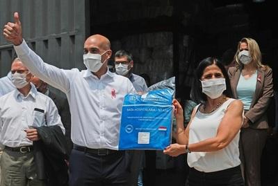 Confeccionistas nacionales entregan primera tanda de batas de protección al Ministerio de Salud