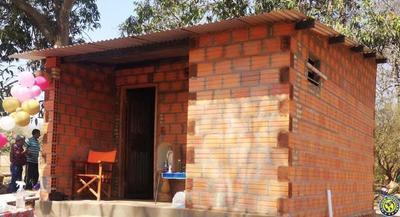 Artesano recibe nueva casa con ayuda de internautas •