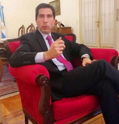 Marito nombra a Federico González al frente de la Cancillería Nacional