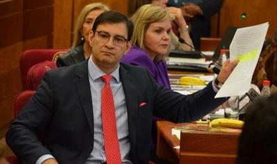"""""""Tenemos ministros y ministras que no meten goles. Tienen la pólvora mojada"""", afirma Ovelar"""