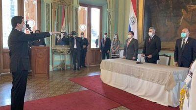 Federico González jura como nuevo ministro de Relaciones Exteriores
