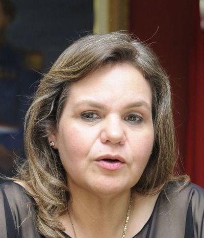 """Senadora Samaniego afirma que ley diplomática generó privilegios y """"está atrapada en el pasado"""""""