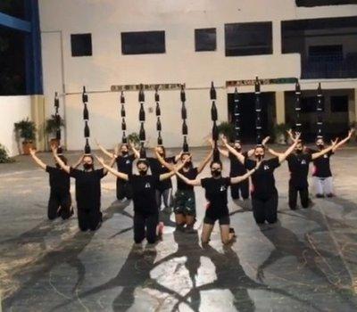 Cantante Camilo comparte challenge de TikTok de bailarinas paraguayas