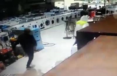 Dos delincuentes rompen cristal de comercio y roban electrodomésticos – Diario TNPRESS