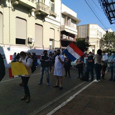Anuncian movilización de funcionarios del Hospital de Clínicas