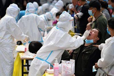 Millones de test en una ciudad china y nuevas restricciones en Europa para frenar contagios
